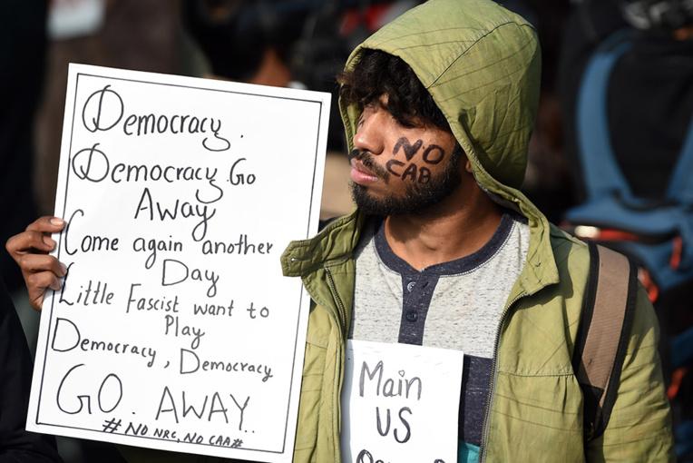 Inde: la mobilisation se poursuit, des rassemblements interdits à Delhi