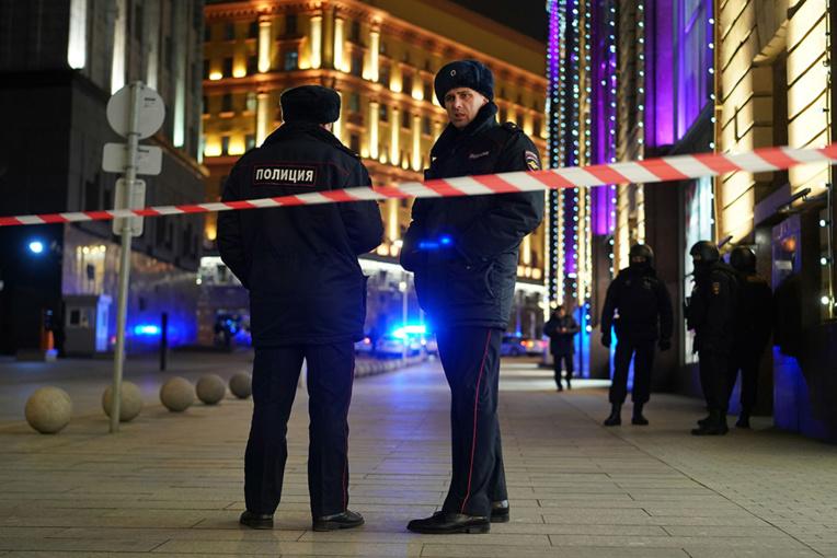 Fusillade à Moscou: les autorités muettes, des médias identifient le suspect