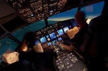 """""""Confus"""" après avoir dormi, un pilote fait plonger son Boeing: 16 blessés"""