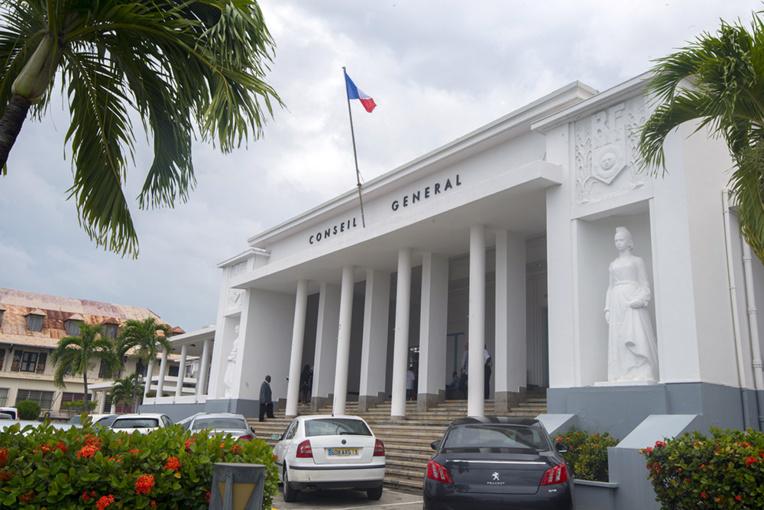 Guadeloupe: les élus demandent au gouvernement plus d'autonomie
