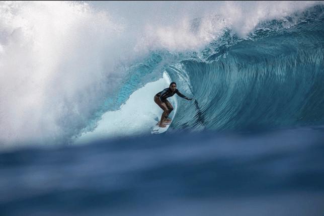 """Vahine Fierro a également été récompensée par le """"tube de l''année"""" décerné par le magazine """"Surfer"""""""