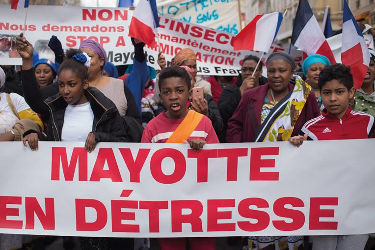 """Violences à Mayotte: """"On ne va pas supporter ça longtemps"""" dit le préfet"""