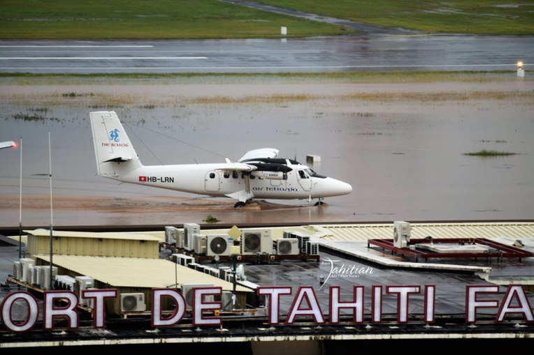Le cliché immortalisé vendredi matin par la page Rare Tahitian Air/Port View illustre bien le niveau des précipitations tombées dans la nuit.