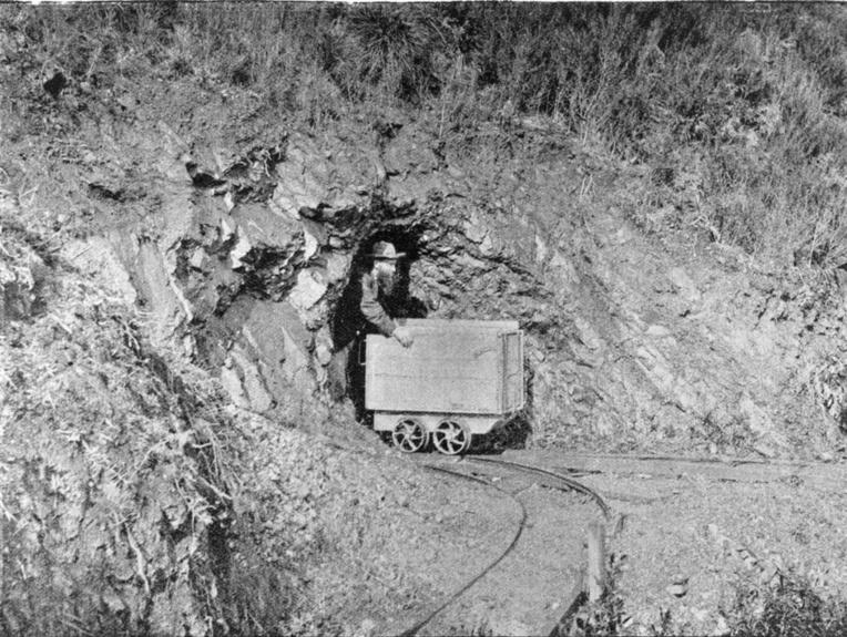 Après l'exploitation artisanale des alluvions de rivière vint le temps de la prospection souterraine dans les montagnes de l'Otago. Il fallait alors de gros moyens et les compagnies engagées dans cette nouvelle aventure devaient investir des sommes conséquentes.