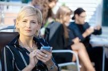 40% des Français téléphonent moins d'1 heure par mois, mais 31% surfent chaque jour sur leur smartphone