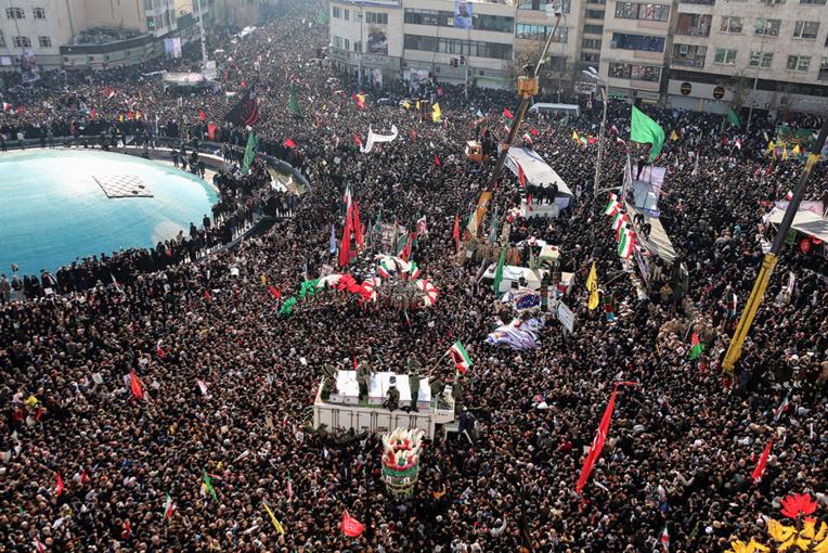 Marée humaine à Téhéran pour un dernier hommage au général tué par Washington