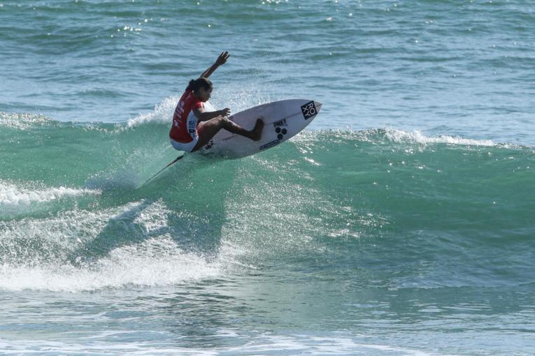 Vahine Fierro a réalisé des choix parfaits de vague sur le beach break de Hainan. Photo: WSL/Andrew Nichols