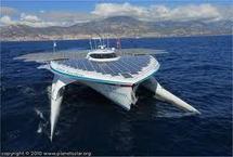 Le catamaran à énergie solaire, PlanetSolar, boucle son tour du monde