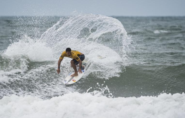Michel Bourez, Jérémy Florès et Johanne Defay s'entraineront notamment sur les vagues de beach breaks de Papara et de Papenoo qui présentent des conditions similaires à celles du site des JO, à Chiba, au Japon. (Photo ISA/Ben Reed)