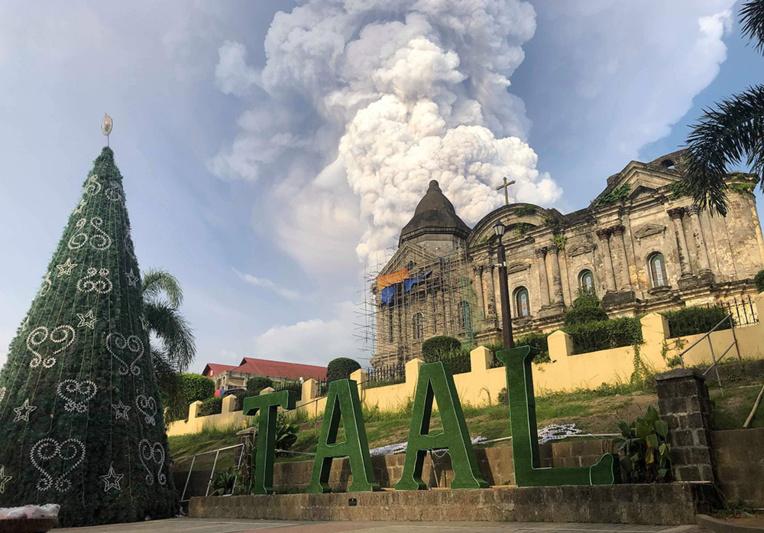 Philippines: risque d'éruption d'un volcan, évacuations et avions cloués au sol