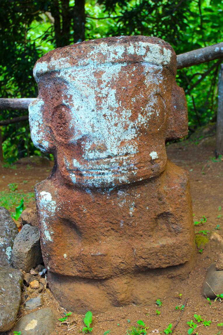 Ce tiki du site de Meiaute, sur les hauteurs de Hane, à Ua Huka est l'un des trois qui ont été préservés. On remarquera ses longues oreilles.