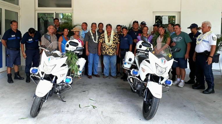 Photo d'archives de février 2017, lors de la présentation des deux motos de la nouvelle brigade motorisée de Papara.