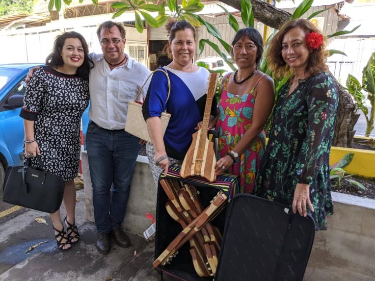 La député Nicole Sanquer va transporter neuf 'ukulele aux malades polynésiens évasanés à Paris
