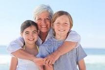 """Pour """"bien vieillir"""", les seniors privilégient les liens familiaux"""