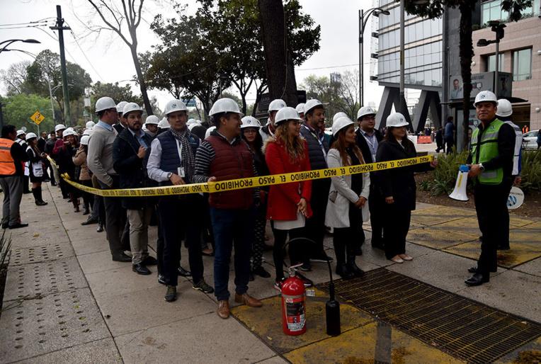 Le Mexique simule un gros tremblement de terre