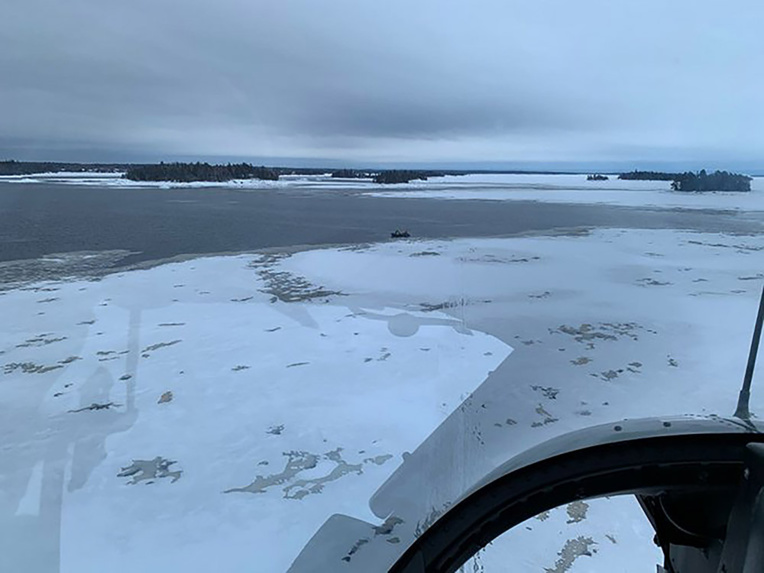 La glace cède sous des motoneiges au Québec: cinq Français recherchés