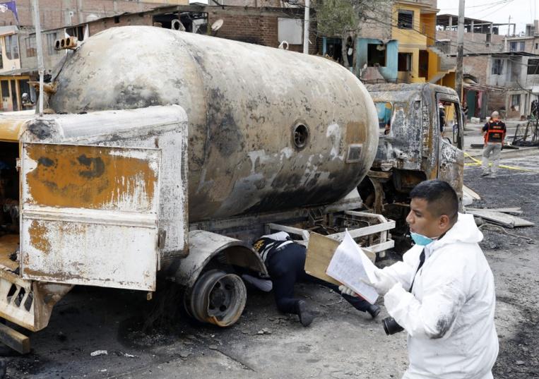 Pérou: un camion explose en ville, au moins quatre morts