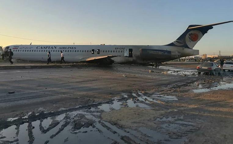 Iran : un avion de ligne finit son atterrissage sur une autoroute