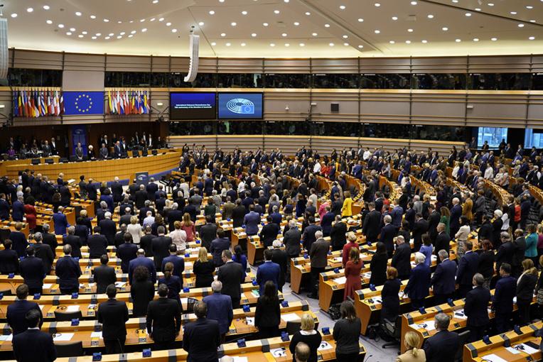 Larmes et adieux en attendant le vote du Parlement européen sur le Brexit