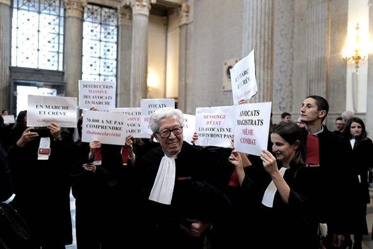 Le cardinal Barbarin relaxé en appel pour ses silences sur un prêtre pédophile
