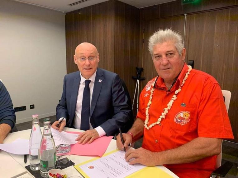 Laurent Tardieu, président de la Fédération polynésienne de rugby (à droite), et Bernard Laporte, président de la Fédération française de rugby. (photo : FPR)