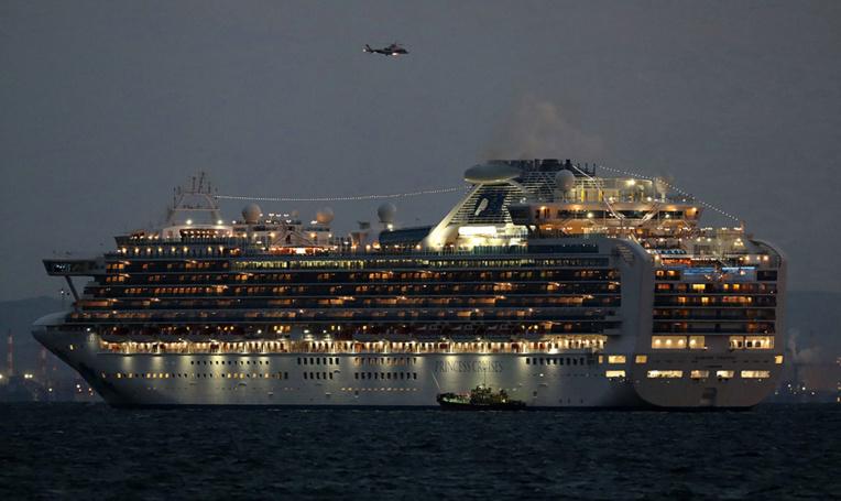 Coronavirus: au moins 10 personnes contaminées à bord du navire de croisière au Japon