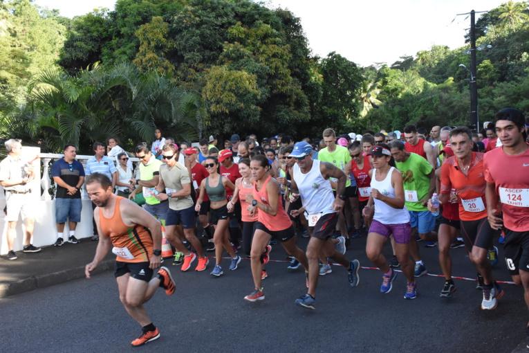 Une centaine de couple était sur la ligne de départ pour la 24ème édition de la course de la Saint-Valentin.