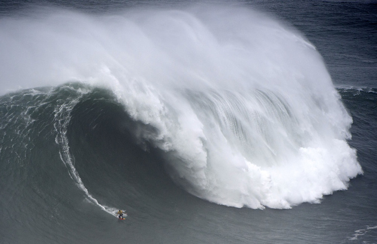Surf de grosse vague: Kai Lenny et Justine Dupont sacrés à Nazaré
