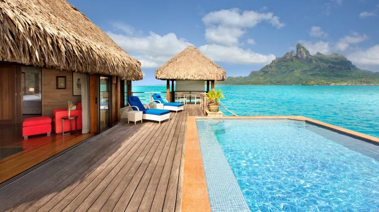 Les hôtels St Régis de Bora Bora et The Brando de Tetiaroa sont primés en 2020 de cinq étoiles par le Forbes Travel Guide. (Photo : St Regis Bora Bora).
