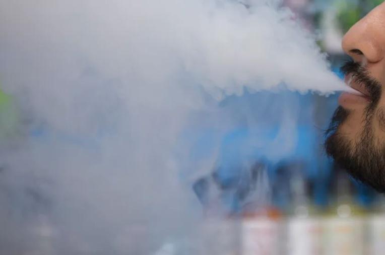 Les produits de vapotage contenant de l'acétate de vitamine E sont dorénavant interdits en Polynésie française. (Photo d'illustration AFP).