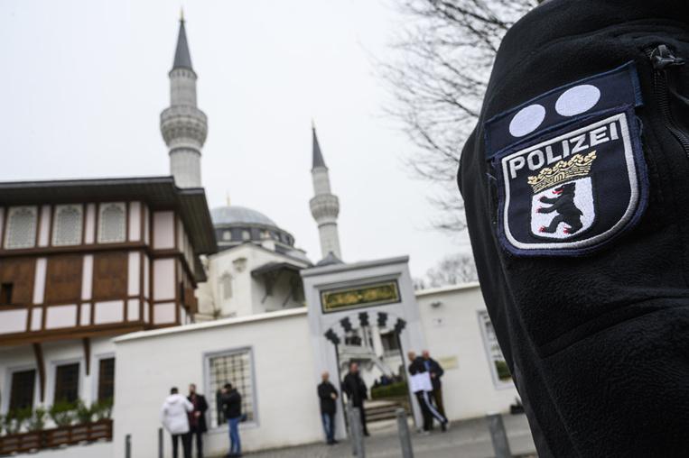 """Berlin condamne les projets d'attentats """"effrayants"""" contre des mosquées"""