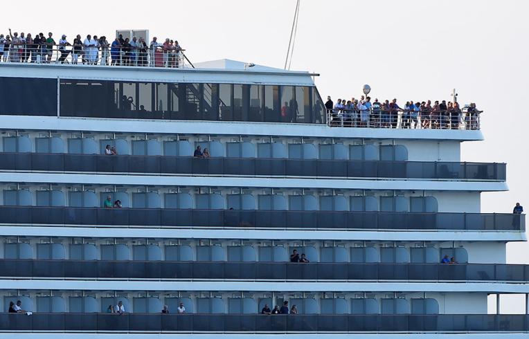 Coronavirus: les derniers passagers du paquebot Westerdam débarquent au Cambodge