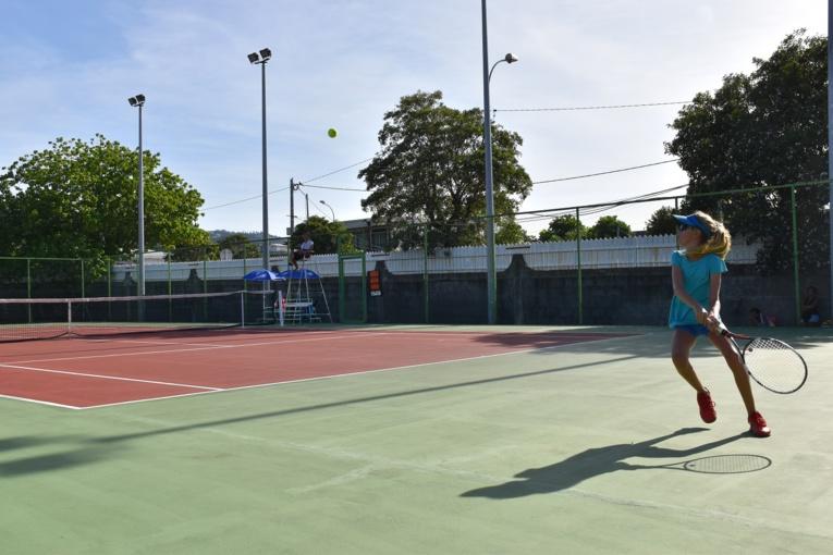 """""""J'ai été agréablement surprise par le niveau de jeu, notamment chez les filles dans la catégorie des 11-12 ans"""", s'est réjouie Ruth Manea, présidente de la Fédération tahitienne de tennis."""