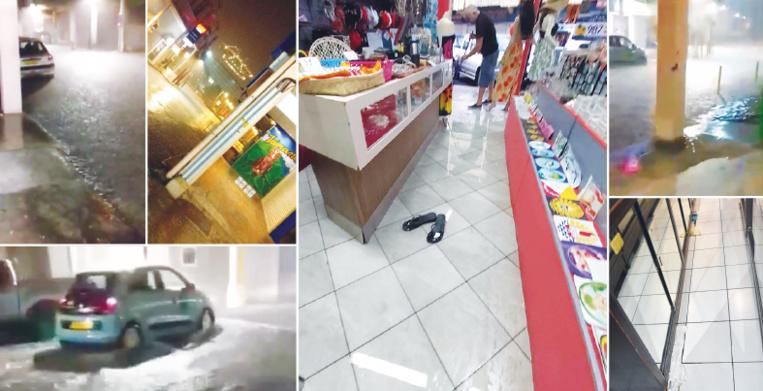Les commerçants ont mis deux heures pour évacuer l'eau qui s'était infiltrée dans leurs boutiques.