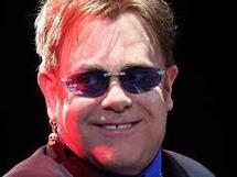 """Elton John hospitalisé pour une """"infection respiratoire grave"""""""