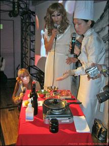 Un artiste japonais cuisine ses attributs génitaux pour un dîner payant