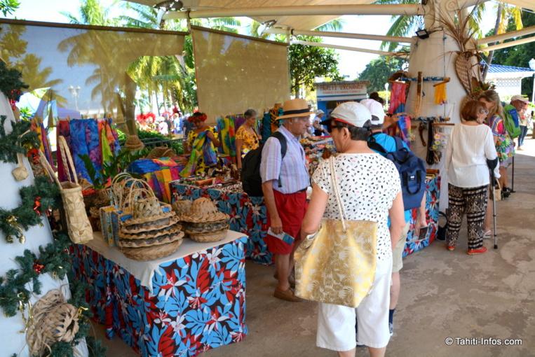 Les artisans installés sous les tentes de l'ancien GIE Tahiti Tourisme devront laisser place à un terminal de croisière... Mais pas tout de suite.