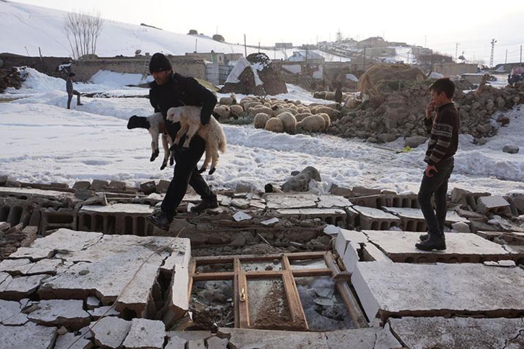 Séisme frontalier: neuf morts en Turquie, au moins 67 blessés en Iran