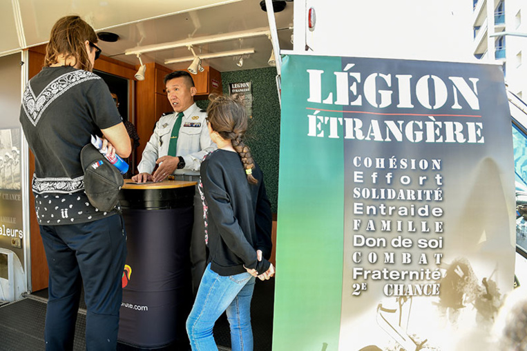 """L'ambassadeur du Mali en France dénonce des """"débordements"""" de la Légion étrangère"""