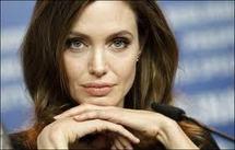 Viol: Angelina Jolie participe au lancement d'une campagne britannique