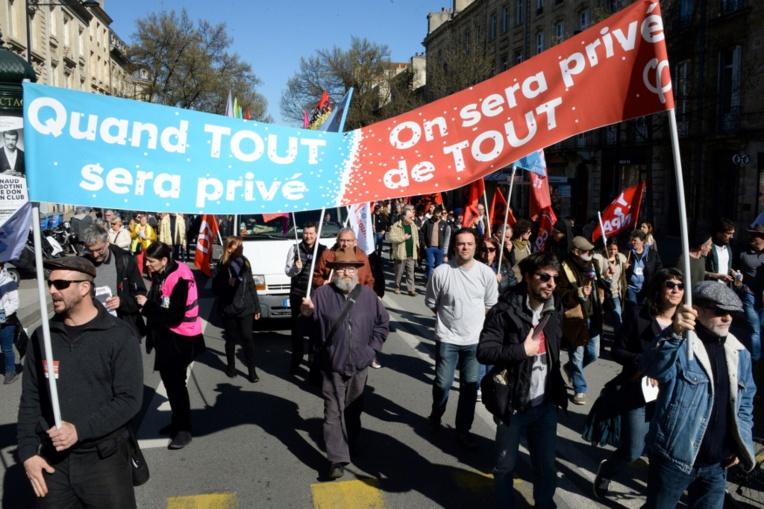 Retraites : Cortèges clairsemés à Paris et en province contre le recours au 49-3