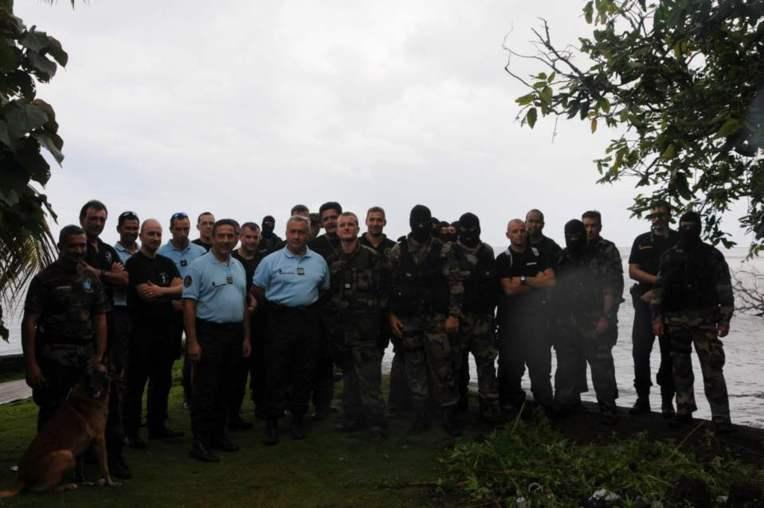 L'action a mobilisé 110 militaires de gendarmerie appuyés par un hélicoptère et des moyens maritimes