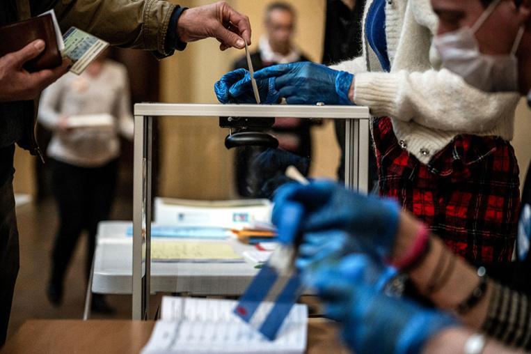 Municipales: la participation s'effondre, 38,77% à 17H00, 16 points de moins qu'en 2014