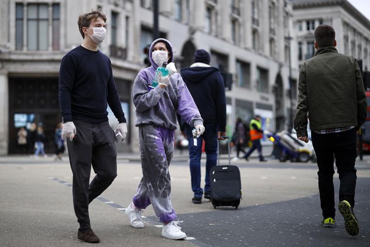 Coronavirus: revirement au Royaume-Uni face au risque d'un scénario cauchemar