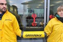 Les ministres européens de la Pêche bloqués par Greenpeace