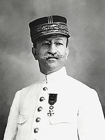 Un portrait du gouverneur Gustave Julien qui dut faire face à la grippe espagnole à Tahiti et dans les îles.