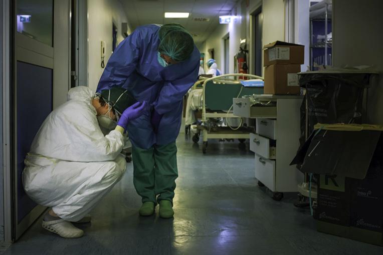 Coronavirus: 800 décès quotidiens en Italie, nouvelle vague en Asie, l'Amérique latine se confine