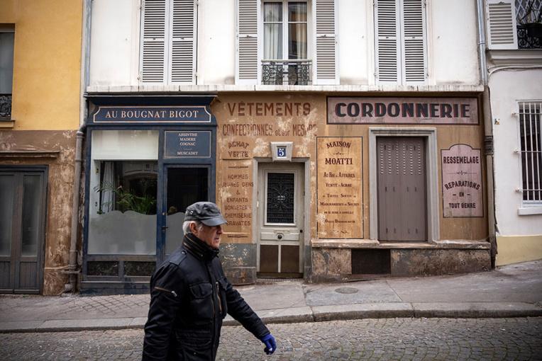 Depuis le confinement, un décor de cinéma fige un coin de Paris sous l'Occupation