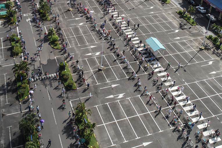 Maurice: ruée sur les supermarchés qui rouvrent après dix jours