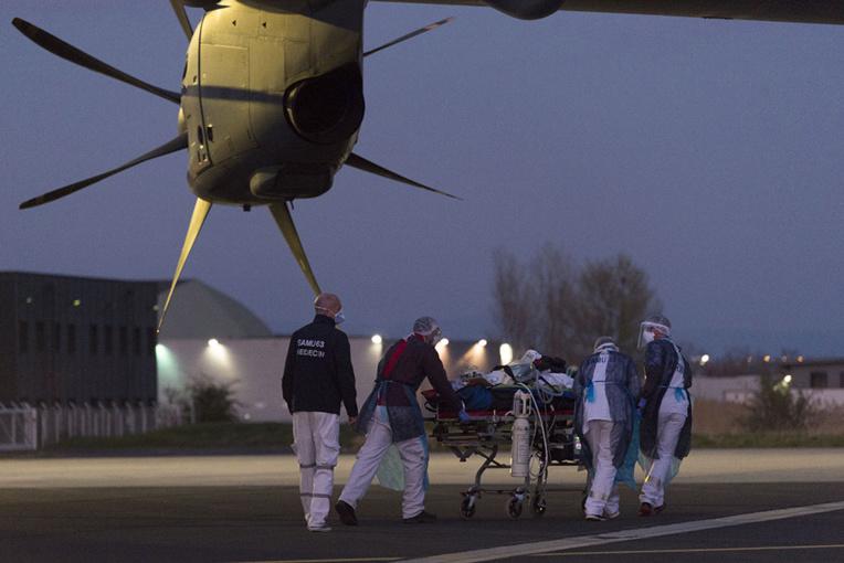 Coronavirus: au moins 6.500 morts en France